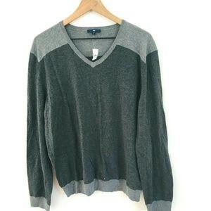 NWT! Gap Gray V-Neck Sweater Large